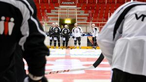 TPS hockeylaget på träningar