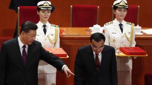 Kinas ledare Xi Jinping (t.v.) och premiärminister Li Keqiang.