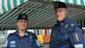 Poliser på Salutorget i Åbo.