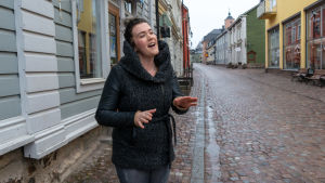 Sarina Kettunen i Gamla stan i Borgå.
