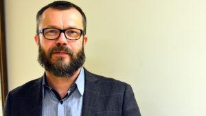 Porträttbild på Mikael Eriksson.