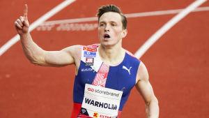 Karsten Warholm sätter världsrekord på 300 meter häck under Impossible Games på Bislett i juni 2020.
