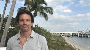 Professor Brian Soden utanför sitt arbetsrum på Miamiuniversitetet.