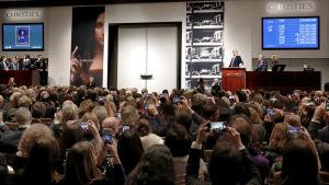 Anbudstävlingen pågick i 20 minuter innan den ropades in av en investerare i Europa  enligt auktionshuset Christies