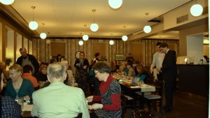 Många deltagare på mötet på Restaurang Socis i Karis.