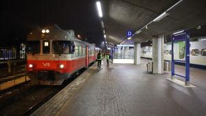 Taajamajuna Kouvolan asemalla