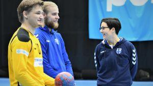Mikael Mäkelä, Joonas Klama och Vanja Radic på handbollslandslagets träningar.