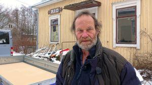 arkitekt Robin Fröberg framför restaurang Rio