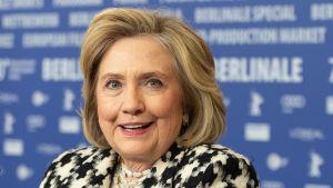Hillary Clinton under presskonferensen i Berlin.