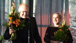 Tapani Bagge och Carlos da Cruz vid prisceremonin av Runeberg 06.02.20