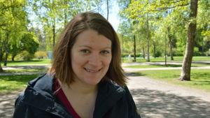 Profilbild på Hedda Mether i Kuppisparken i Åbo.