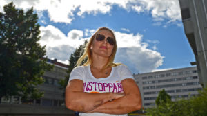 Anette Bäckman och hennes blåmärken från den senaste matchen.