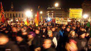 Äärioikeistolainen Pegida osoittaa mieltään Dresdenissä