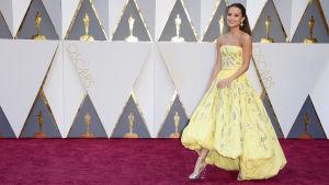 Alicia Vikander på Oscarsgalan 2016.