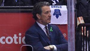Brendan Shanahan följer en slutspelsmatch mellan Toronto och Boston.