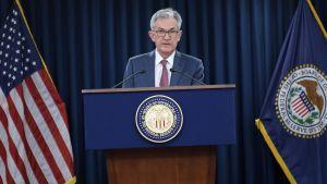 Fedchefen Jerome Powell meddelar om räntesänkningen.
