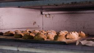 Bröd gräddas i ugn