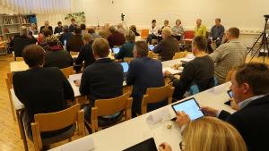 Kimitoöns fullmäktige samlad i Dalsbruks fritidssal.