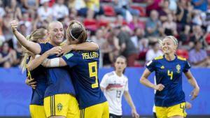 Sverige firar mål.