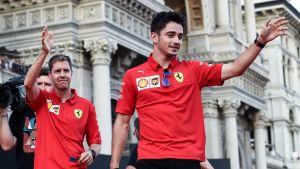 Sebastian Vettel och Charles Leclerc vinkar.