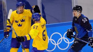 Anton Lander firar sitt mål mot Finland.