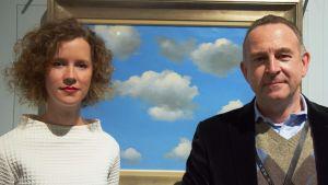Konsthistorikern Julie Waseige och chefen för Fotografiska museet i Charleroi Xavier Canonne