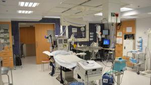 Operationssal för kejsarsnitt på Lojo sjukhus.