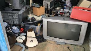 Elektronikskrot på Ingå avfallsstation