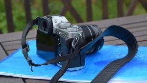 Emma Reijonens kamera på ett bord