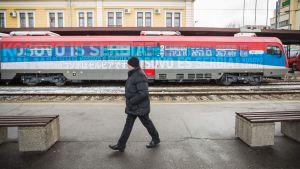 Tåget till Kosovo inför avgången från Belgrads centralstation.