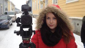 Josefin Rönnqvist, mediekulturstuderande på Arcada, har gjort instruktionsfilmen för asylsökande i Kristinestad.