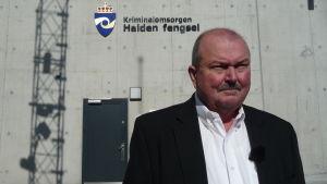 Den amerikanska fängelsechefen James Conway besöker ett norskt fängelse.