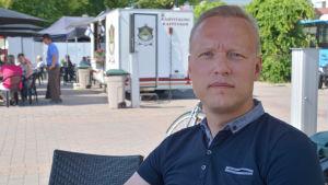 jukka-pekka ujula i t-shirt på Borgå torg