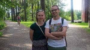 Saara Hakala och Lauri Renvall, nyss utexaminerade från Jyväskylä universitet.
