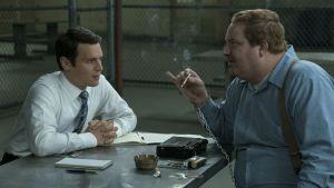 FBI-agenten Holden Ford i serien Mindhunter intervjuar en dömd mördare i fängelset.