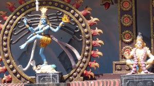 Tempel i Kerala i Indien. Skulpturer på hinduiska gudar