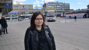 Daniela Ikäheimo på busstationen i Borgå
