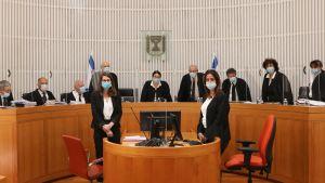 Högsta domstolen sammanträder för att tackla den besvärliga frågan huruvida en politisk överenskommelse om en ny regering kan godkännas. Jerusalem4.5.2020