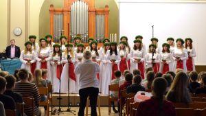 Finlands lucia och luciakören uppträder i Norsen den 13.12.2017.