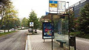 Busshållplats utan människor.