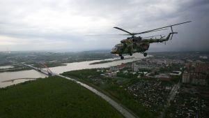 En krigshelikopter i Ryssland.