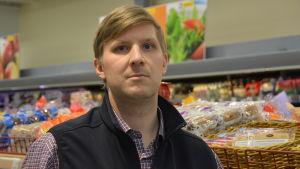 Mikael Eklund är köpman i Nagu