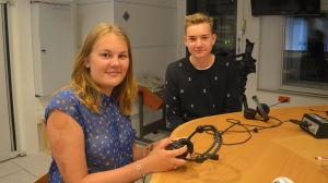 Ellen Hindersson och Jasper Renman i Yle Västnylands studio i Ekenäs.