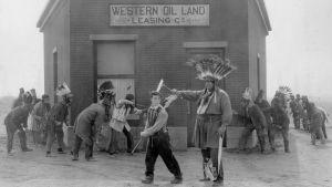 Buster Keaton elokuvassa The Paleface eli Kalpeanaama (1922).