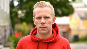 En man som heter Mathias Sandblom.