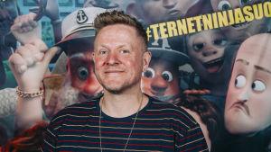 Närbild på författaren, ståuppkomikern och regissören Anders Matthesen.
