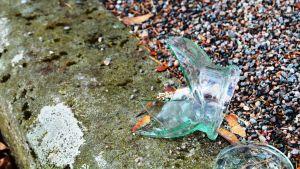 söndrigt glas