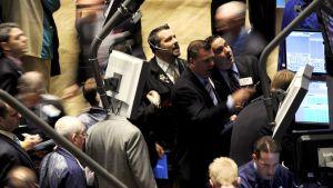 Mäklare på golvet på börsen i New York