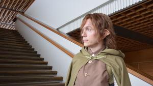 Karaktären Pippin från Åbo stadsteaters pjäs Sagan om ringen.