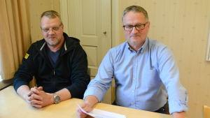 Fiskeövervakare Göran Ek och chef för friluftsområden Tage Lönnroth i Borgå.